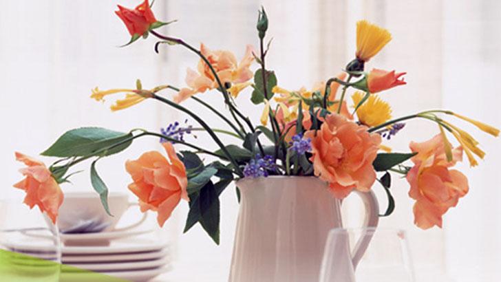 水あげ・水切り…長持ちする「花」の飾り方