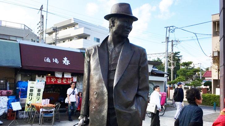 『男はつらいよ』の舞台となり、寅さんの町として有名な葛飾区・柴又で食べ歩きしながら下町情緒を楽しむ