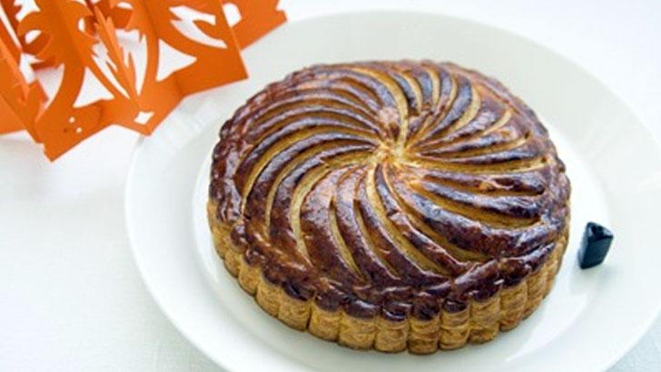 新年を祝い幸福を招くフランスのお菓子「ガレット・デ・ロワ」