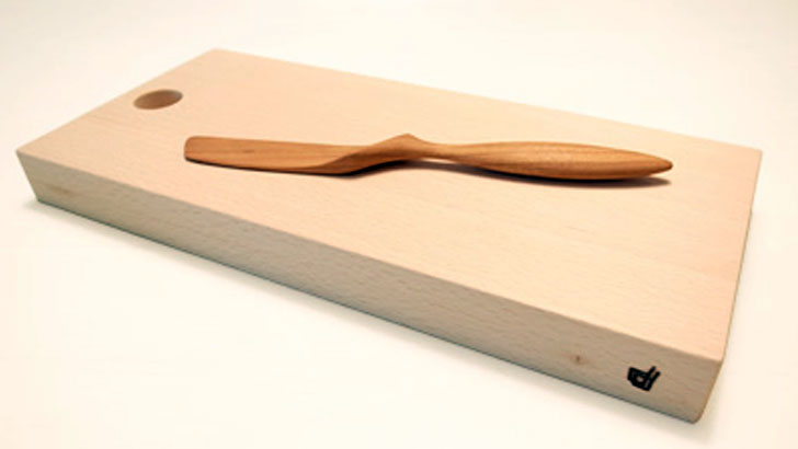 上質な木の素材に触れて感じる優しい手触り。職人技が光る「カッティングボード」と「バターナイフ」
