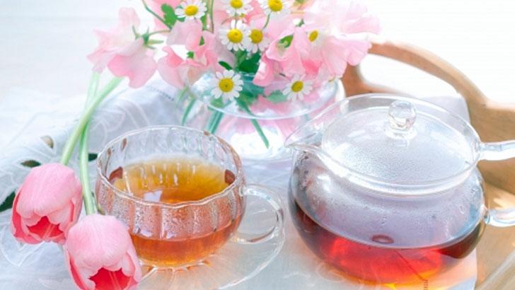 おいしい紅茶とスコーンで優雅な時間を過ごすアフタヌーン・ティー
