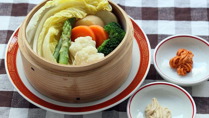 野菜をたっぷりおいしく味わえる彩り豊かな蒸し野菜
