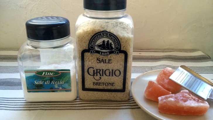 ハーブやスパイスと合わせると、おいしい塩ができます。