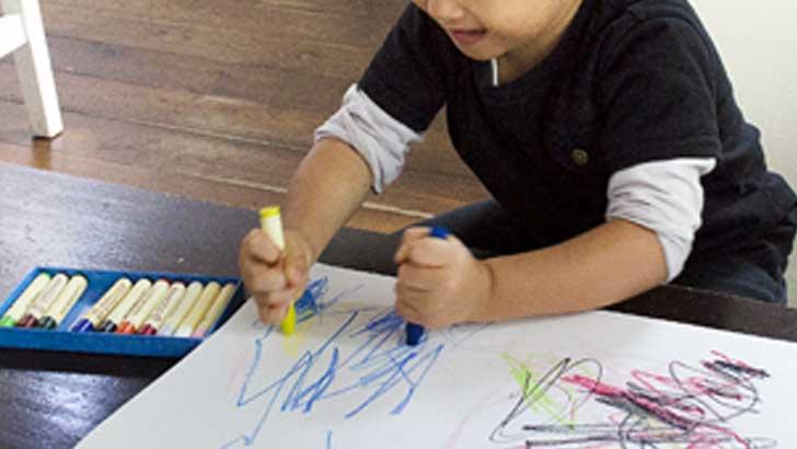 子どもの描いた絵で「展覧会」を開こう