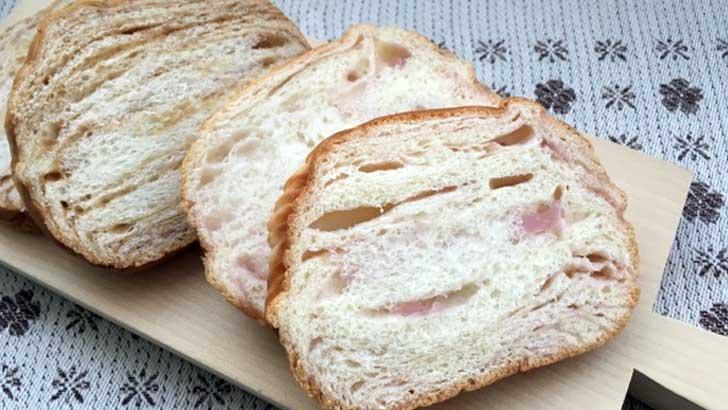 手作りパン屋さん「コーナーポケット」の山梨の桃パンと八ヶ岳ブレッド