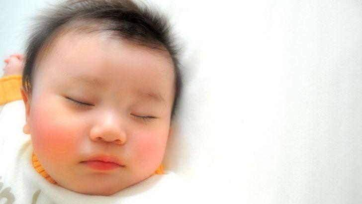 夜泣き対策は見守りアプリで解決!赤ちゃんに健やかな眠りを