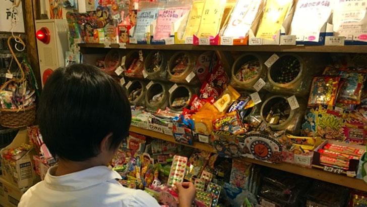 駄菓子屋「ハイカラ横丁」店内