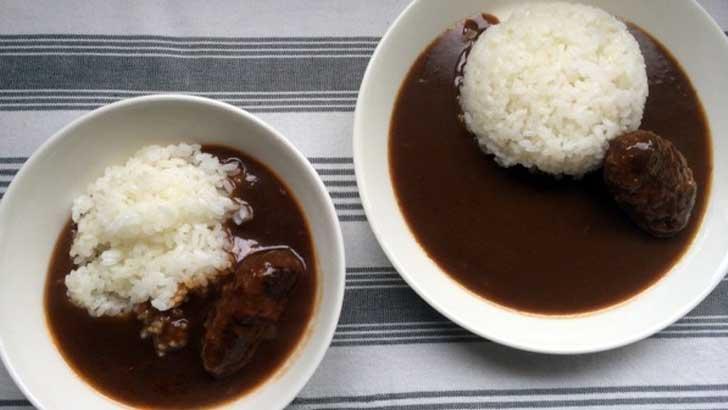 麻布タカノ「カフェ飯シ」左がロコモコ、右がカレー